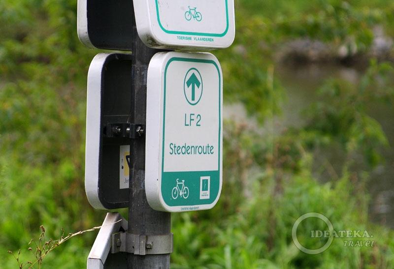 Указатель велосипедной дорожки во Фландрии
