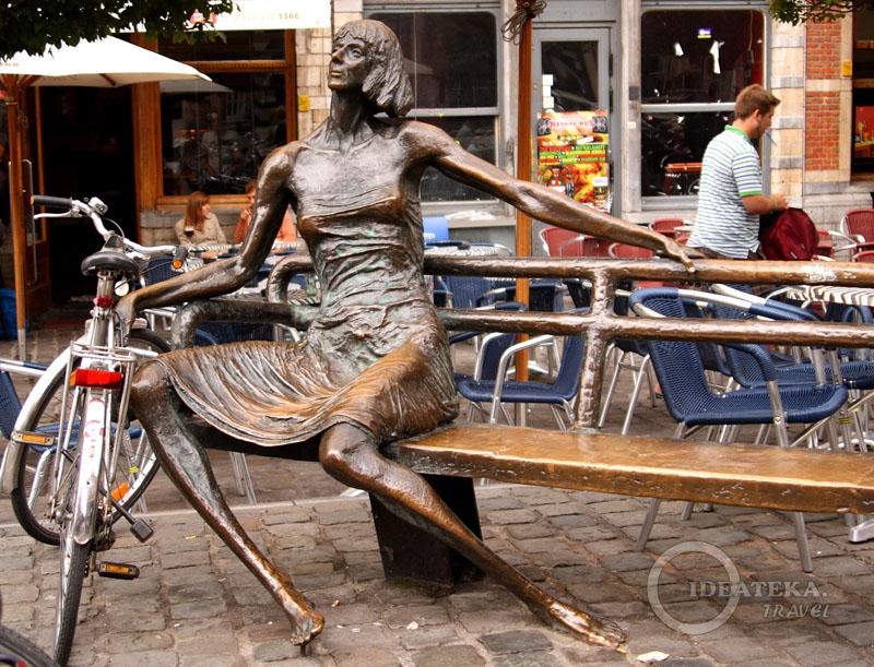Памятник «кот мадам» - квартирной хозяйке в Левене