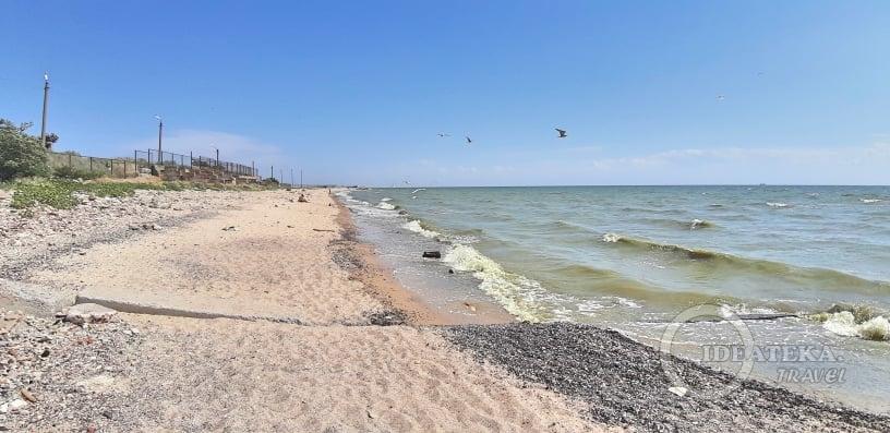 Безлюдный пляж в Таганроге