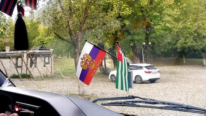 Так выглядит лобовое стекло большинства водителей в Абхазии